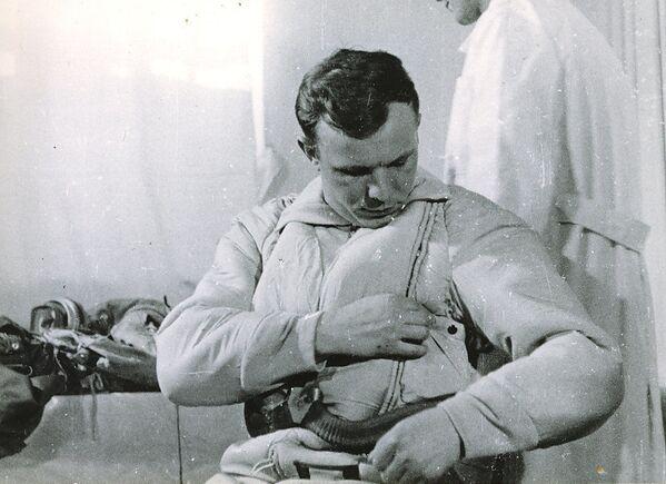 Jurij Gagarin przed lotem - Sputnik Polska