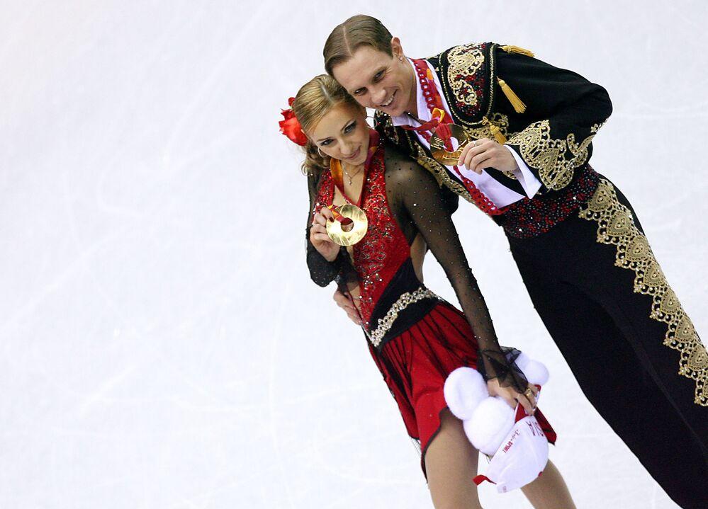 Mistrzowie olimpijscy Tatjana Nawka i Roman Kostomarow po zwycięstwie w Turynie.