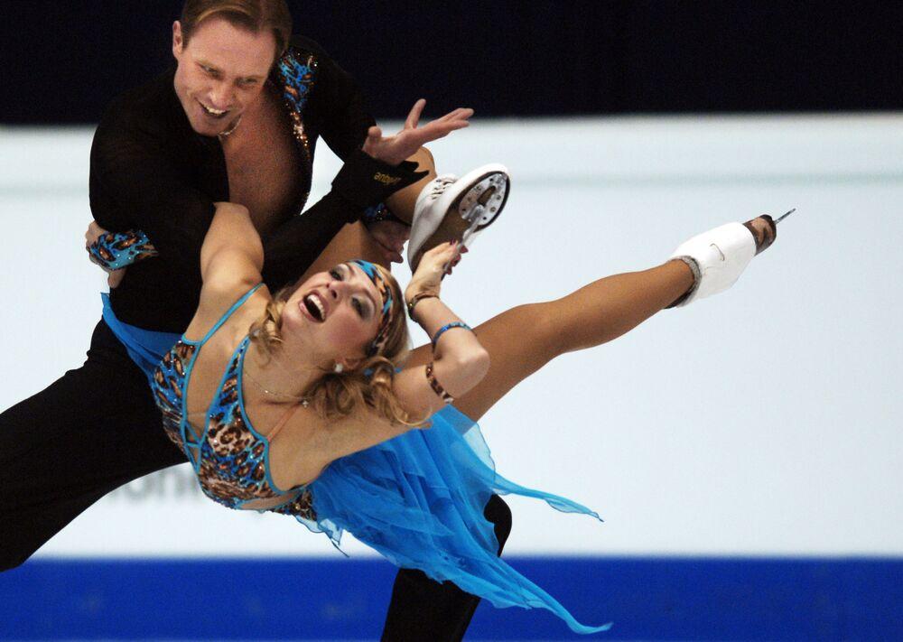 Mistrzowie olimpijscy Tatjana Nawka i Roman Kostomarow podczas Mistrzostw Europy w łyżwiarstwie figurowym w Lyonie.