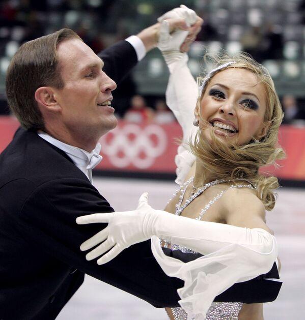 Mistrzowie olimpijscy Tatjana Nawka i Roman Kostomarow podczas Igrzysk Olimpijskich w Turynie. - Sputnik Polska