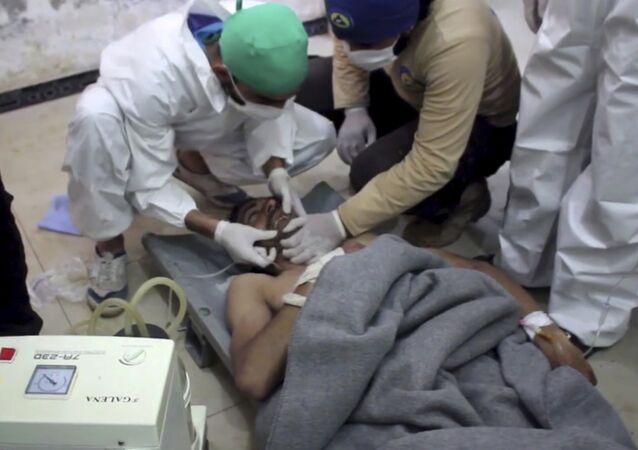 Okazanie pomocy ofiarom ataki chemucznej w Khan Sheikhoun, prowincja Idlib, Syria