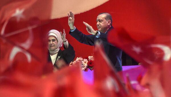 Erdogan na mitingu w Stambule - Sputnik Polska