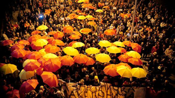 Protest w Skopje przeciwko porozumieniu, gwarantującemu szersze użycie języka albańskiego - Sputnik Polska