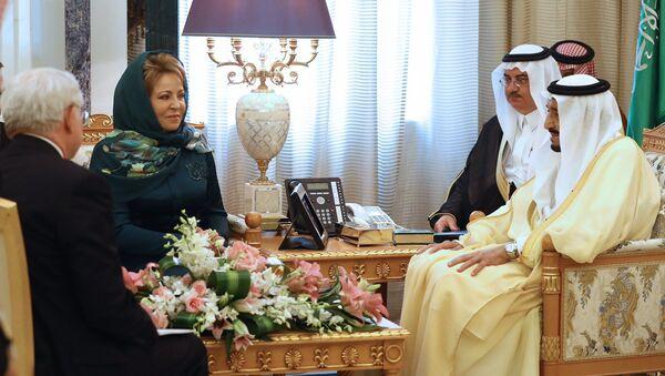 Przewodnicząca Rady Federacji Rosji Walentyna Matwijenko podczas spotkania z królem Arabii Saudyjskiej Salmanem Ben Abd al-Azizem - Sputnik Polska