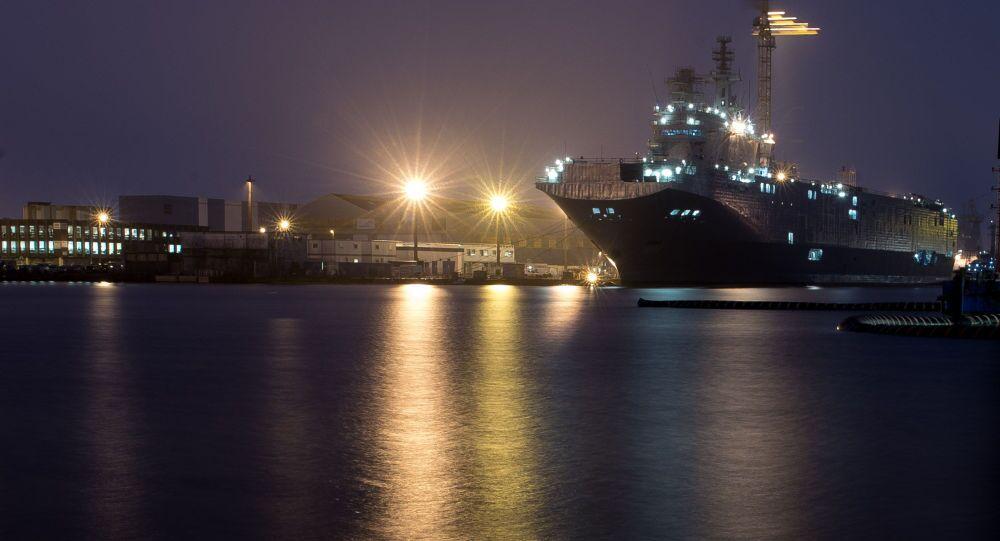 Okręt desantowy Sewastopol typu Mistral. Zdjęcie archiwalne