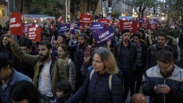 Protesty w Turcji przeciwko wynikom referendum konstytucyjnego - Sputnik Polska