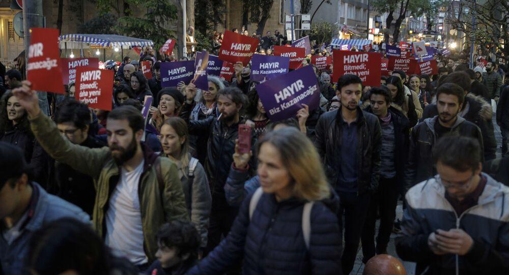 Protesty w Turcji przeciwko wynikom referendum konstytucyjnego