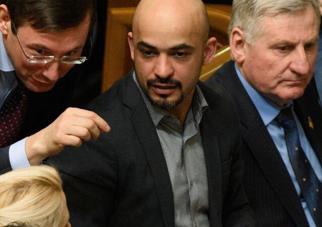 """Przewodniczący """"Bloku Petra Poroszenki"""" Jurij Łucenko (w środku) i Mustafa Najem (drugi od prawej) na posiedzeniu Rady Najwyższej Ukrainy"""