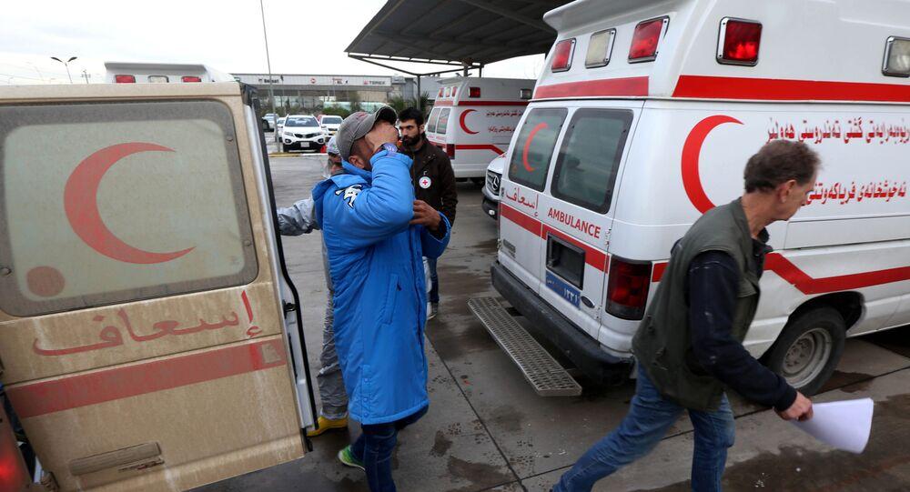 Karetki pogotowia przy szpitalu w Iraku. Zdjęcie archiwalne