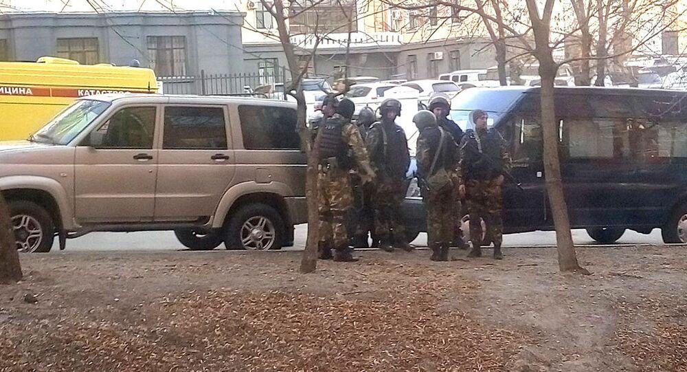 Pracownicy organów ścigania na miejscu ataku na siedzibę Zarządu Federalnej Służby Bezpieczeństwa w Chabarowsku