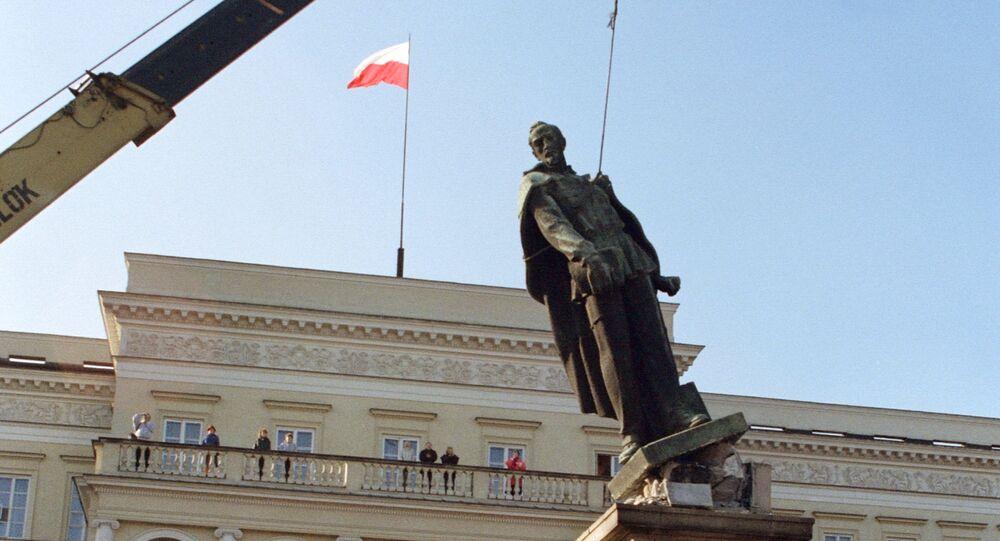 Pomnik Dzierżyńskiego w Warszawie, 1989 rok