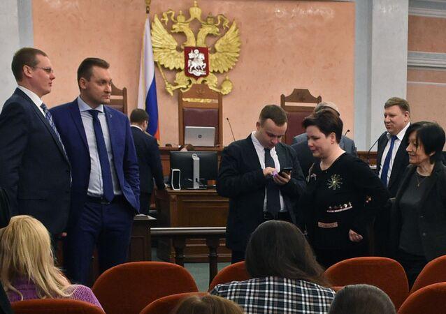 Strony posiedzenia w sprawie o delegalizacji Świadków Jehowy w Sądzie Najwyższym Federacji Rosyjskiej