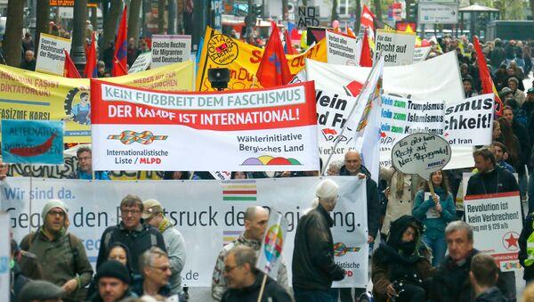 Protest przeciwko populistycznej partii Alternatywa dla Niemiec w Kolonii - Sputnik Polska