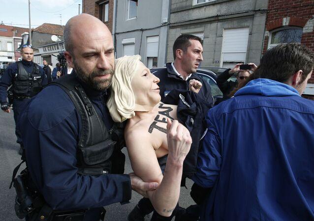 Aresztowanie aktywistek Femen we Francji