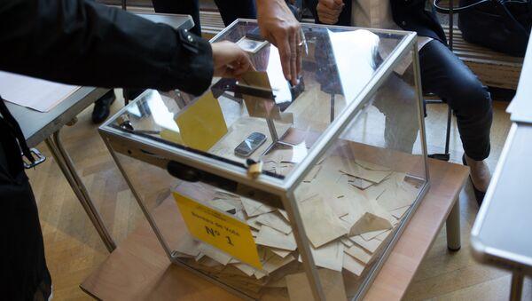 Lokal wyborczy w Paryżu, pierwsza tura wyborów prezydenckich we Francji - Sputnik Polska