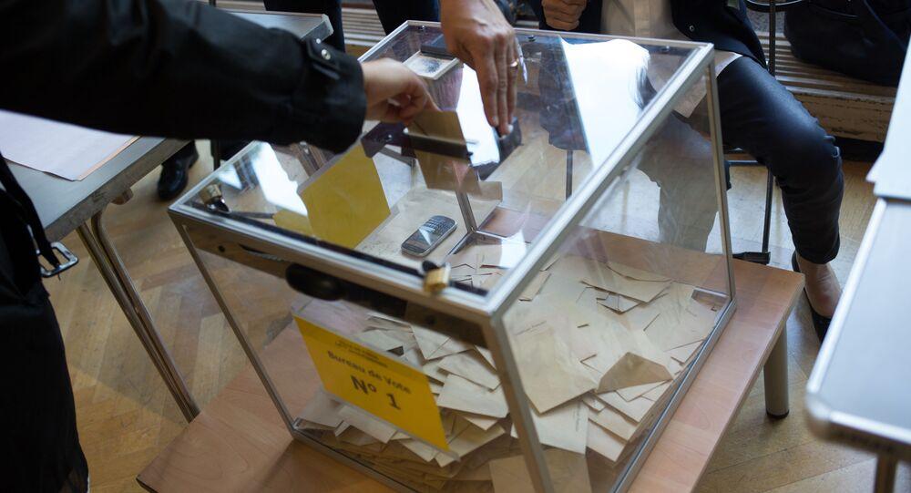 Lokal wyborczy w Paryżu, pierwsza tura wyborów prezydenckich we Francji