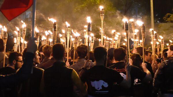 Uczestnicy pochodu z pochodniami poświęconego pamięci ofiar ludobójstwa Ormian w Imperium Osmańskim w 1915 roku w Erewaniu - Sputnik Polska