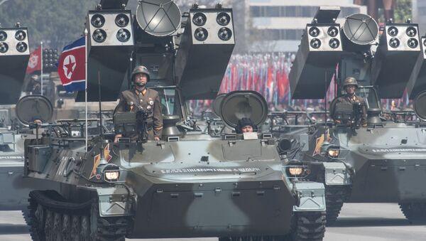 Przeciwlotniczy system rakiet Koreańskiej Armii Ludowej podczas parady poświęconej 105. rocznicy urodzin założyciela Korei Północnej Kim Ir Sena w Pjongjangu - Sputnik Polska