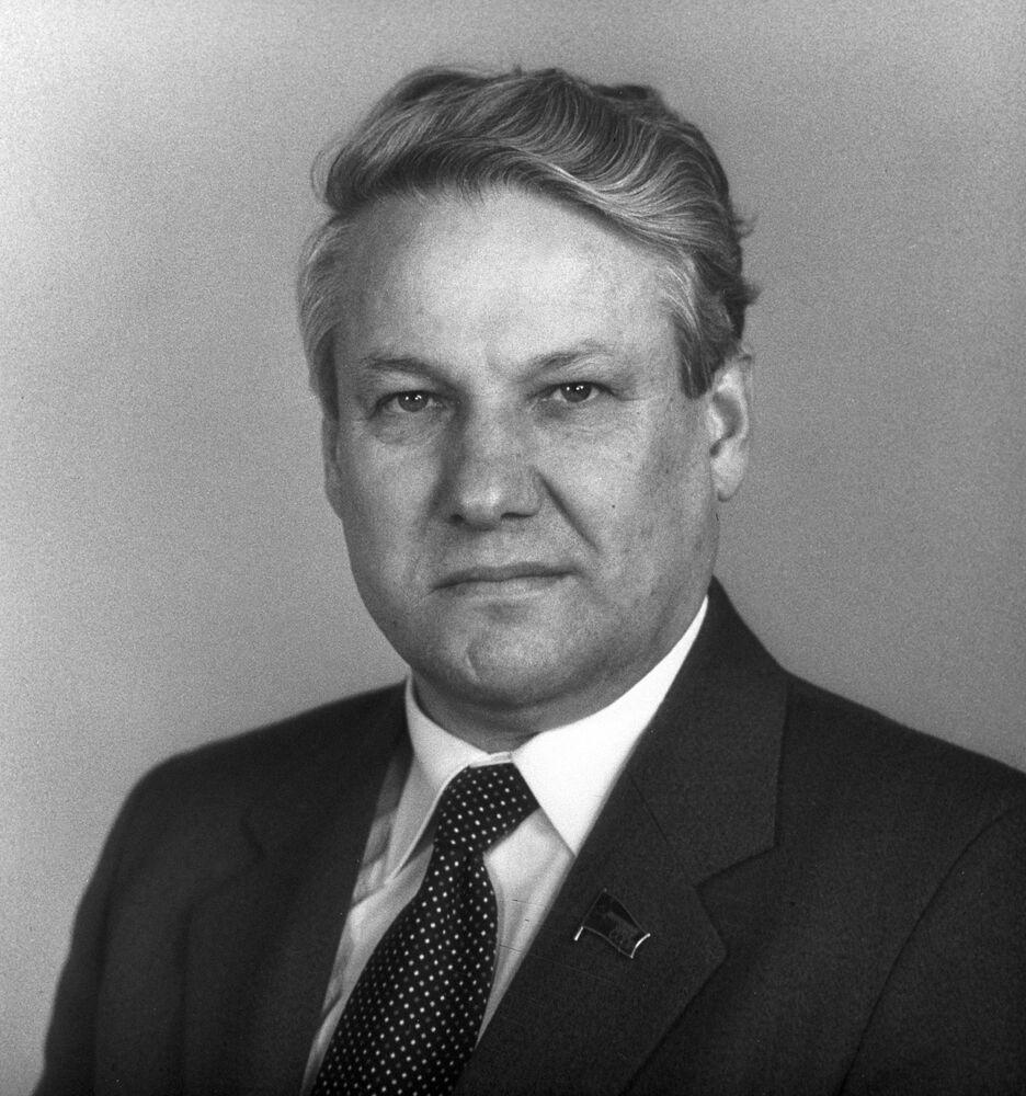 Borys Jelcyn jako kandydat na członka Biura Politycznego KC KPZR