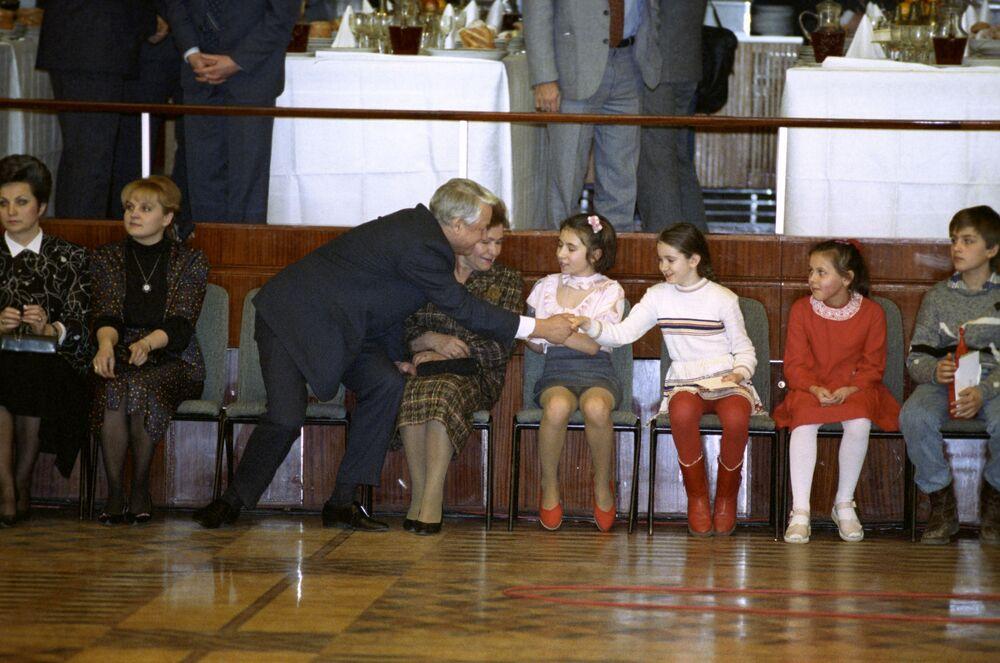 Prezydent Rosji Borys Jelcyn na spektaklu noworocznym dla dzieci