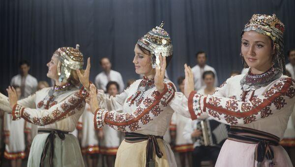 Zespół ludowy pieśni i tańca w Czeboksarach - Sputnik Polska