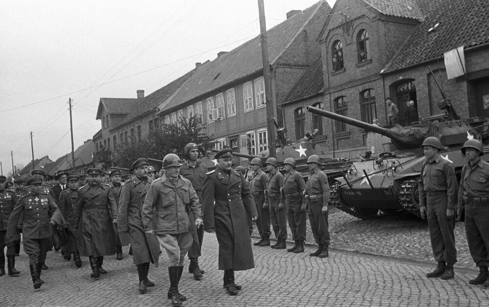 Wojska 1. Frontu Ukraińskiego Armii Czerwonej spotkały się z wojskami amerykańskimi