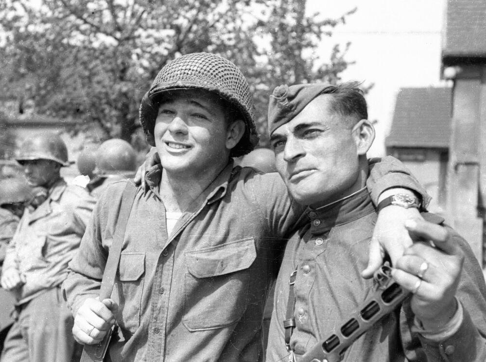 Czerwonoarmista Iwan Numladze i szeregowy amerykańskiej armii Biron Shiver spotkali się nad Łabą