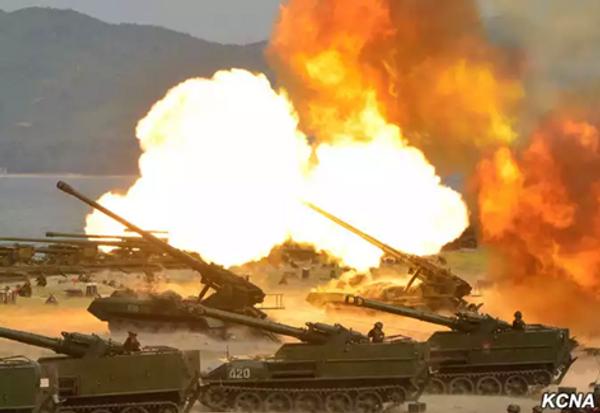 Kim Dzong Un kierował wielkimi manewrami strzelniczymi na wschodzie Korei Północnej - Sputnik Polska