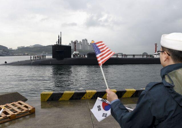 Okręt podwodny USS Michigan w porcie w Busanie, Korea Południowa