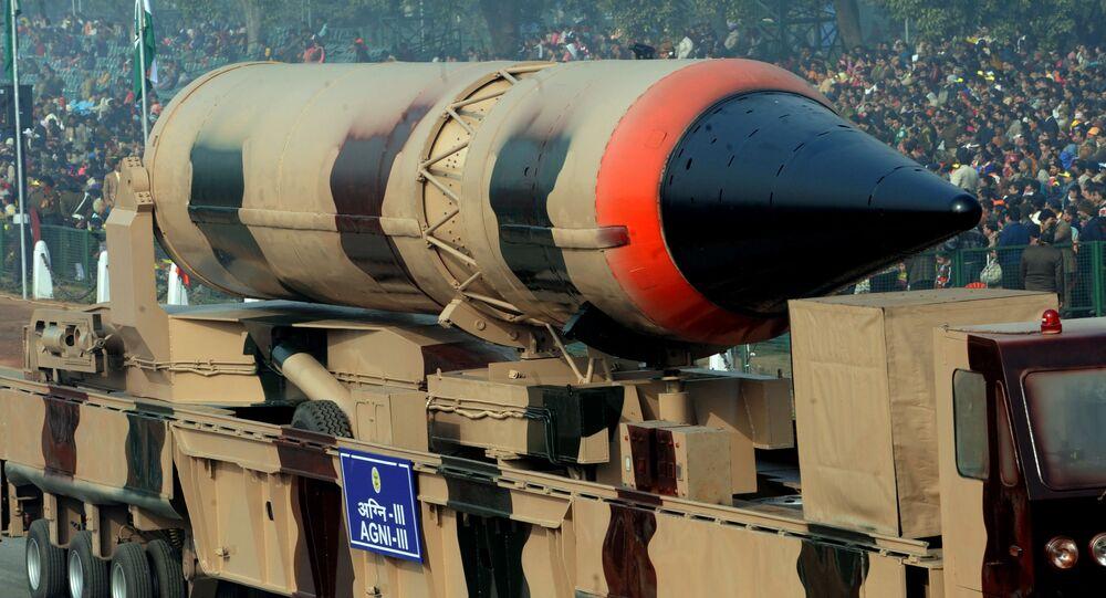 """Pocisk """"Agni-3"""" na paradzie wojskowej w Nowym Delhi"""