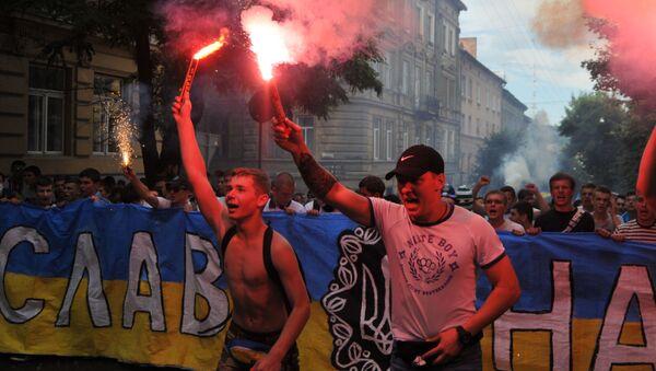 Kibice przed meczem Dynama Kijów i Szachtar Donieck we Lwowie - Sputnik Polska