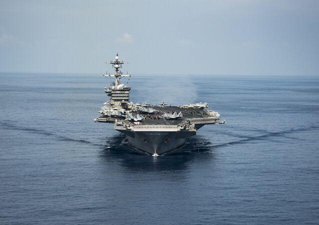 "Amerykański lotniskowiec klasy USS ""Carl Vinson"""