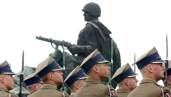 Cmentarz żołnierzy radzieckich w Warszawie - Sputnik Polska