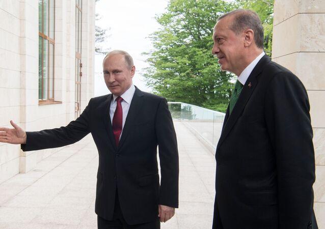 Prezydent Rosji Władimir Putin i prezydent Turcji Recep Tayyip Erdogan podczas spotkania