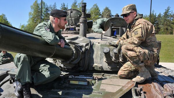 Uczestnicy czołgowego biathlonu krajów członkowskich NATO The Strong Europe Tank Challenge. Zdjęcie archiwalne - Sputnik Polska