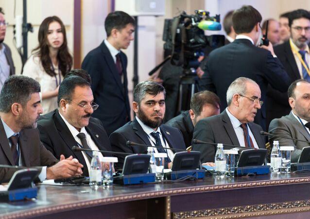 Przewodniczący delegacji syryjskiej opozycji Mohammad Alloush na spotkaniu w Astanie