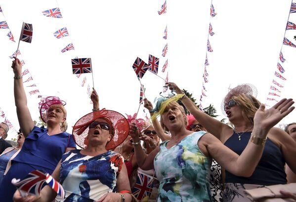 Uczęstniczki Royal Ascot w niezwykłych kapeluszach - Sputnik Polska