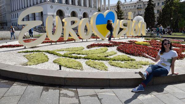 """Symbolika międzynarodowego konkursu piosenki """"Eurowizja"""" w centrum Kijowa - Sputnik Polska"""