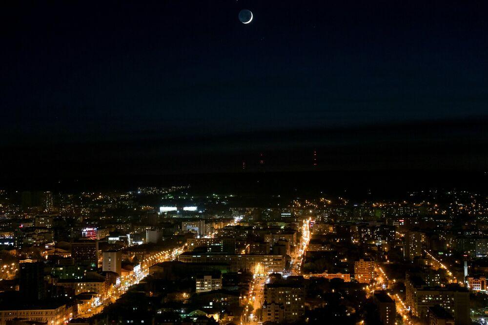 Nocny widok na Saratów.