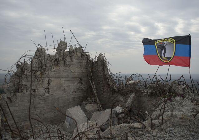 """Ruiny pomnika na wzniesieniu """"Sawur-Mohyła"""" w obwodzie donieckim. Zdjęcie archiwalne"""