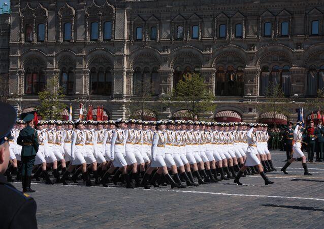 W ubiegłym roku kursantki w białych mundurach zrobiły furorę. W tym będzie ich co najmniej dwa razy więcej