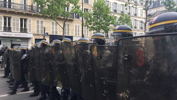Protesty przeciwko polityce nowowybranego prezydenta Francji Emmanuela Macrona i Marine Le Pen. - Sputnik Polska