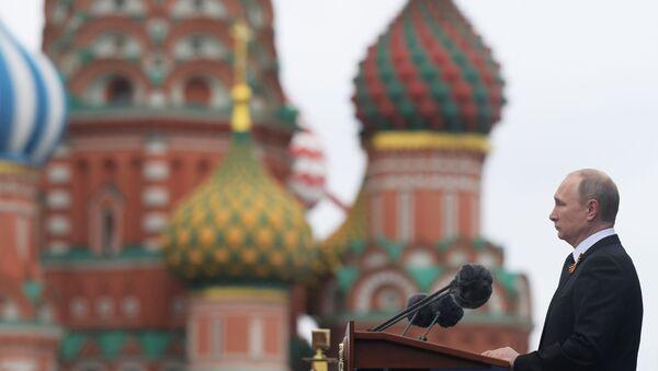 Prezydent Rosji Władimir Putin na Defiladzie Wojskowej z okazji 72. rocznicy Zwycięstwa w Wielkiej Wojnie Ojczyźnianej - Sputnik Polska
