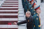 Prezydent Rosji Władimir Putin na ceremonii złożenia kwiatów na Grobie Nieznanego Żołnierza w Sadzie Aleksandrowskim