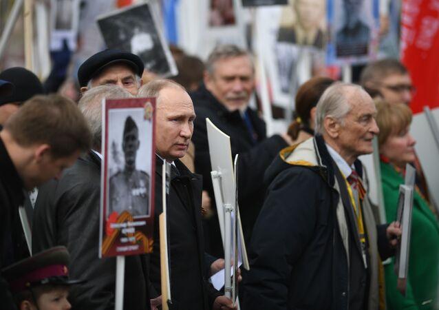 Władimir Putin w szeregach Nieśmiertelnego Pułku