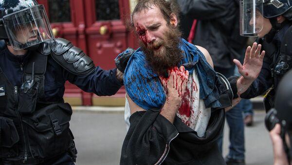 Protesty w Paryżu - Sputnik Polska