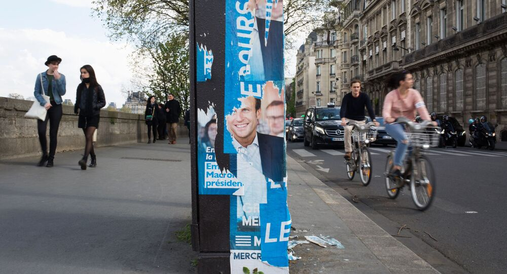 Plakat wyborczy Emmanuela Macrona w Paryżu