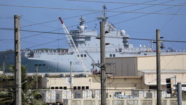 """Francuski okręt typu """"Mistral"""" w porcie w bazie marynarki wojennej Guam - Sputnik Polska"""