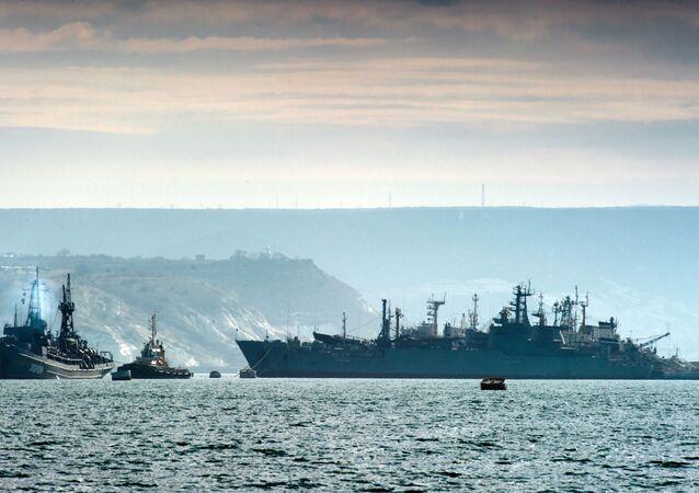 Okręty rosyjskiej Floty Czarnomorskiej u wybrzeży Krymu