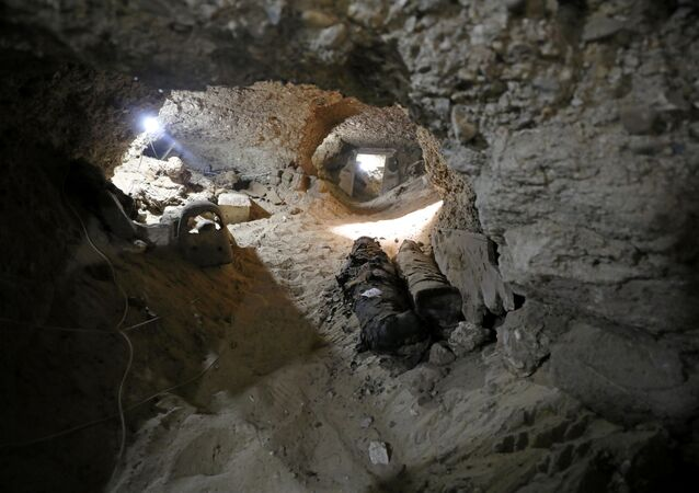 Mumie w podziemnym grobowcu